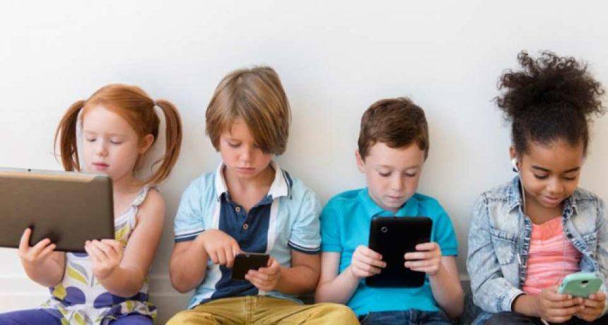 Consulenza alla coppia genitoriale: 4 colloqui per entrare nel complicato labirinto dei dispositivi digitali